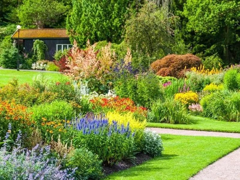 Ten Tips for Designing a Beautiful Garden Landscape